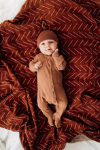 Load image into Gallery viewer, Rust Newborn Knot Hat