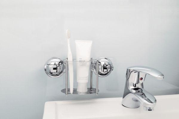 E26 EARL TOOTHBRUSH HOLDER
