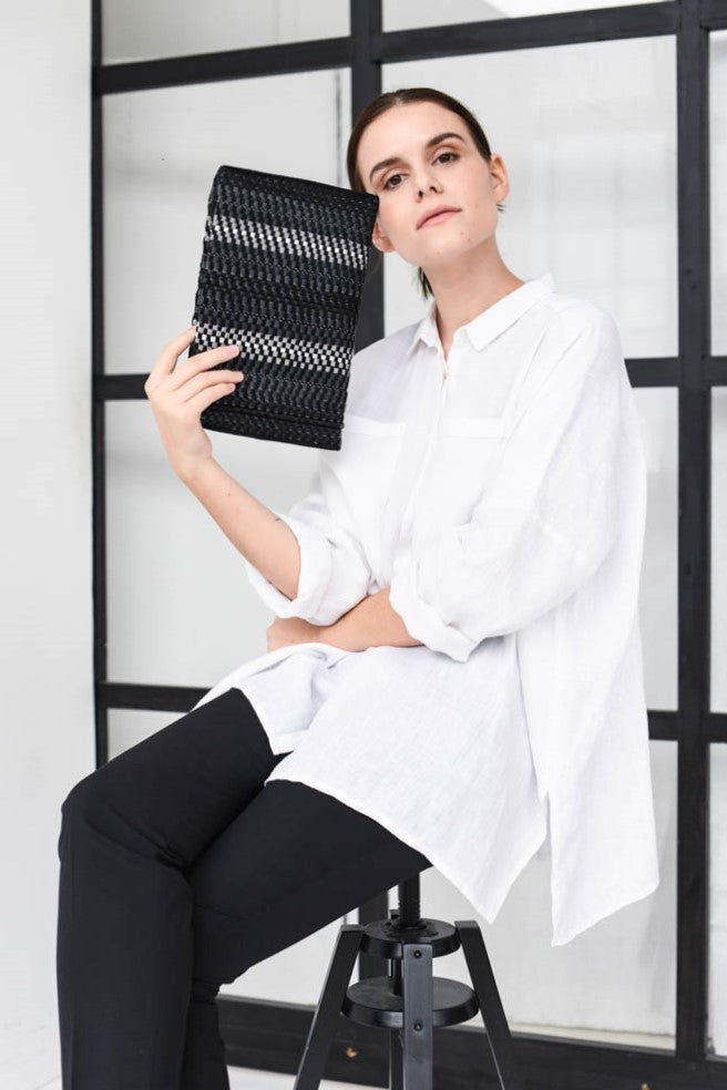 Clutch AUSTĖ No.34 in black/reflective