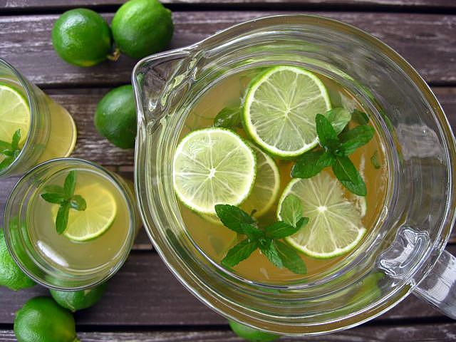 Lemon Green Tea Detox Water