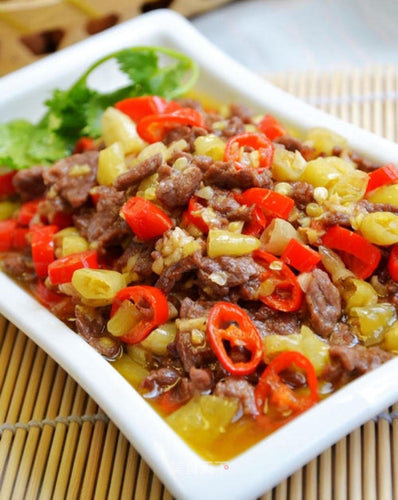 小炒黄牛肉 Sautéed Sliced Beef Tenderloin w. Assorted Chilli Peppers
