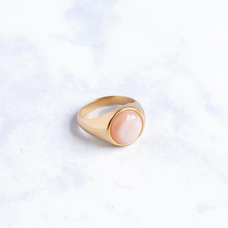 Beho Studio Gold signet ring mother of pearl