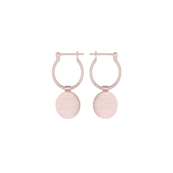 Fresh and minimalist rose gold disc earrings Amelia by Keep it Peachy now online on Cuemars