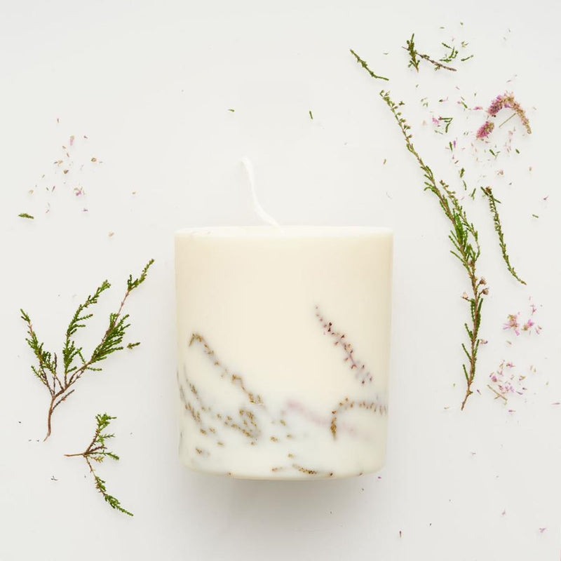 The Munio Soy Wax Candle with Heather Natural Scents