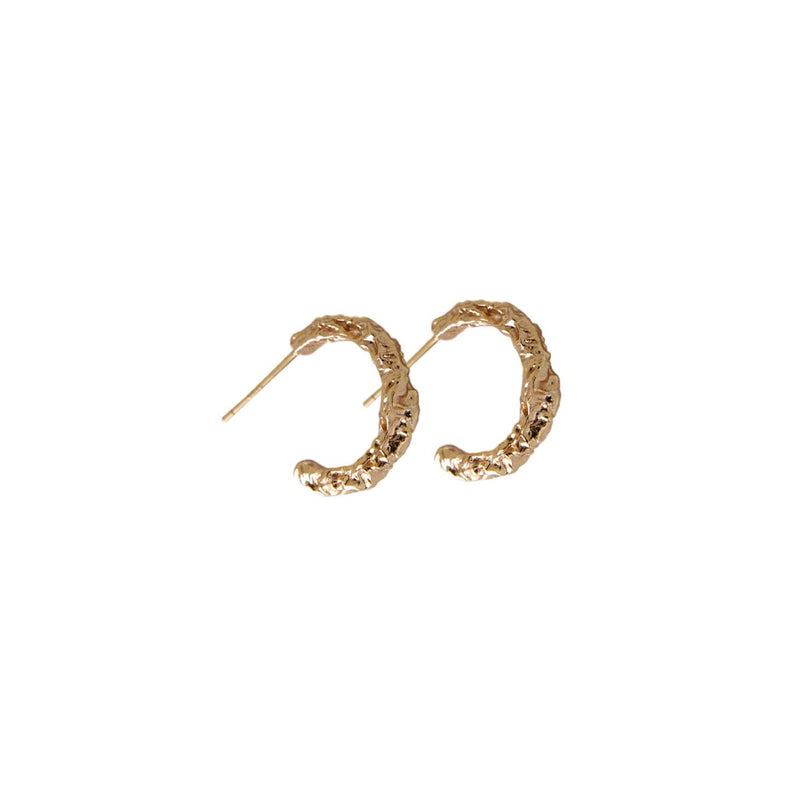 Fresh and minimalist gold hoop earrings Ivy by Keep it Peachy now online on Cuemars