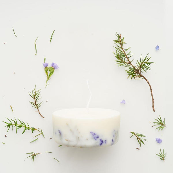 The Munio Soy Wax Mini Candle with Juniper Natural Scents