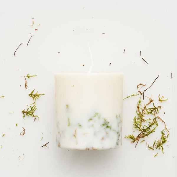 The Munio Soy Wax Candle with Moss Natural Scents
