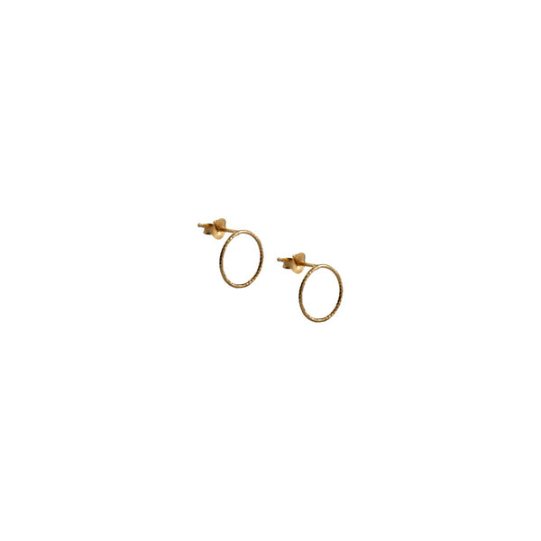 Fresh and minimalist stud earrings Isla by Keep it Peachy now online on Cuemars