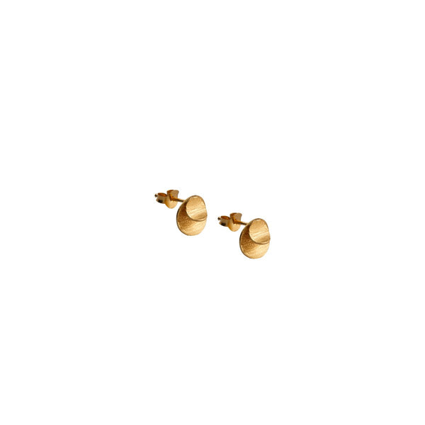 Fresh and minimalist circle studs Layla by Keep it Peachy now online on Cuemars