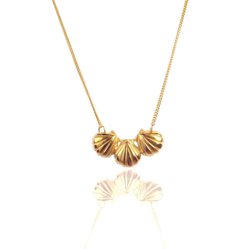 Triple Shell Necklace Gold