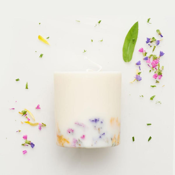 The Munio Soy Wax Candle with Wild Flower Natural Scents