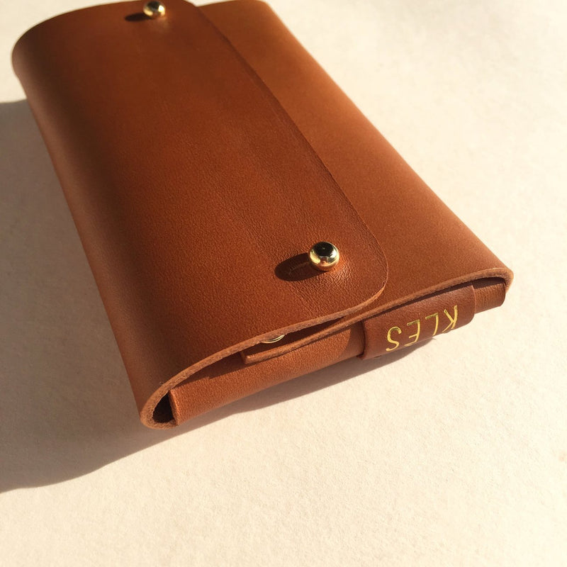 Logo detail of Vegetable tanned leather brown card wallet by slow fashion UK brand Kles