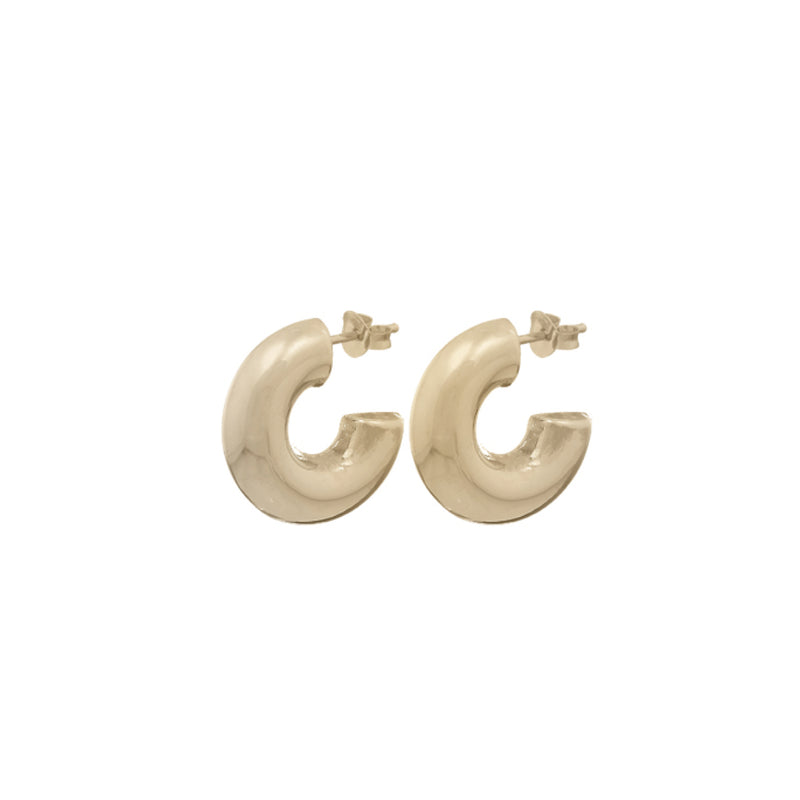 Fresh and minimalist gold chunky hoop earrings Vera by Keep it Peachy now online on Cuemars