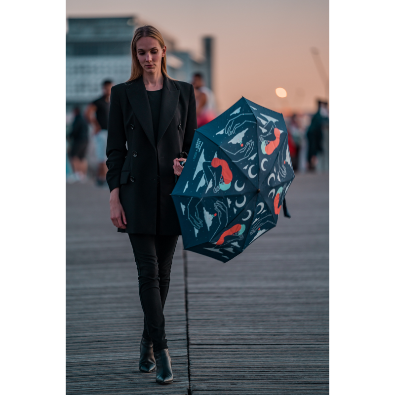 ;ifestyle picture of Universal Blue by French brand Beau Nuage, an umbrella made from recycled plastic bottles aimed to protect our environment as well as keeping us dry from the rain