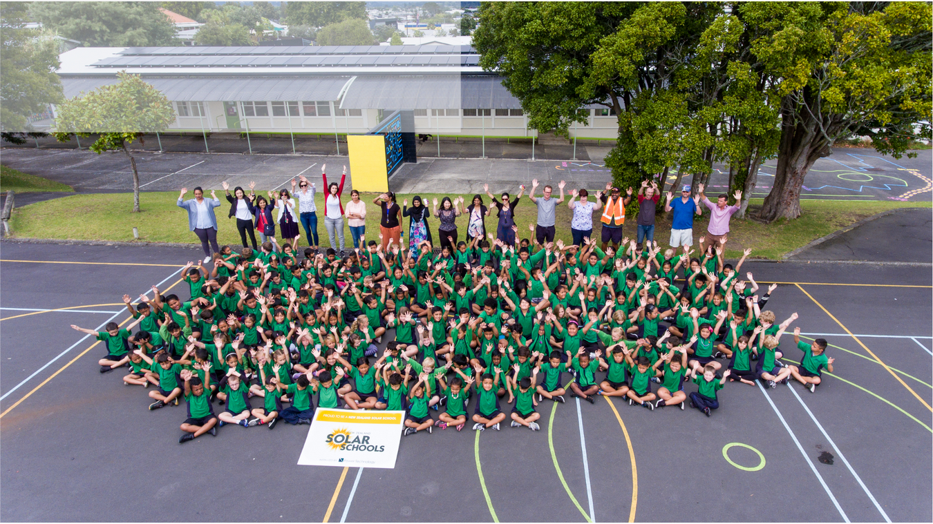 Henderson Primary School Group Photo for New Zealand Solar Schools