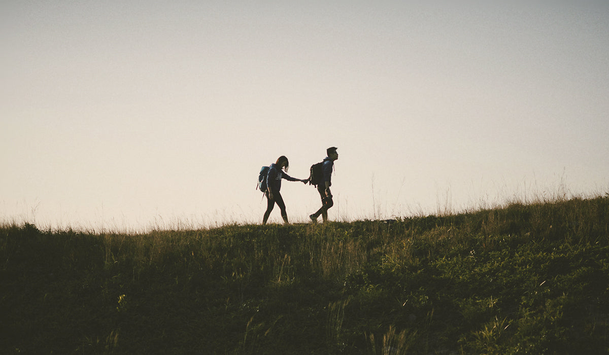 Healthy and Active Date Ideas - Take a Hike  | Hot Vita