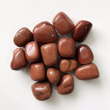 Goldstone is said to be the stone of ambition. It builds energy, courage and a positive attitude. Increases drive and confidence. A gently uplifting stone, Goldstone promotes vitality. Goldstone helps to reduce stomach tension and benefits arthritic conditions.     Listing 1 Stone