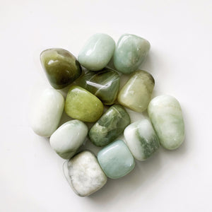 New Jade is a gemstone with a meaning and properties of balancing your emotion. It has been believed for its power to keep mind and soul clean. This gemstone can reduce negative energy such as anxiety or sadness. It would cool you down when you are really upset.  Listing 1 stone.