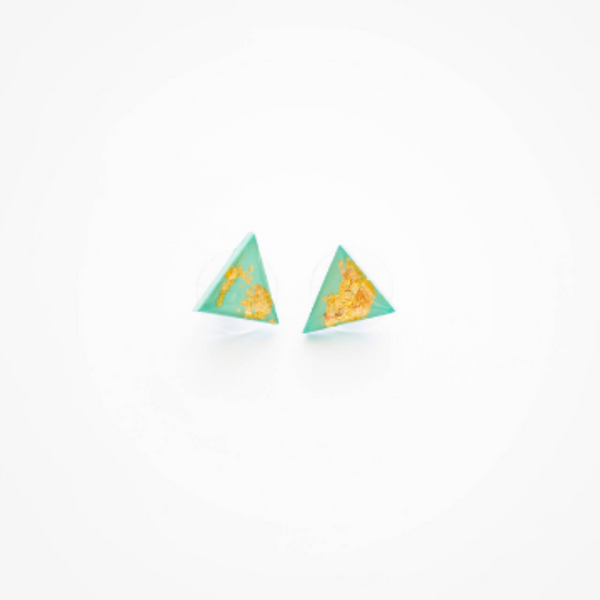 Explora beveled triangle earrings