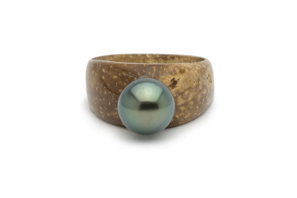 Green Tahitian pearl and desde coconut ring