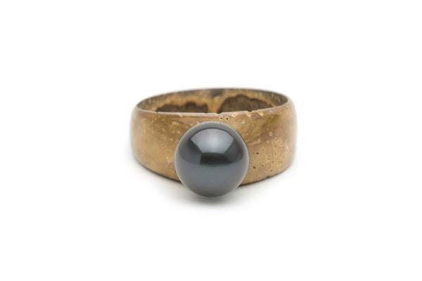 Tahitian black pearl on coconut wood ring