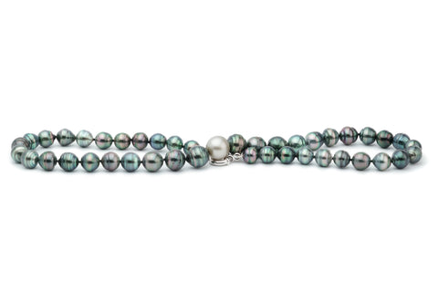 Tahitian circled pearl necklace with white 12.5mm round centerpiece