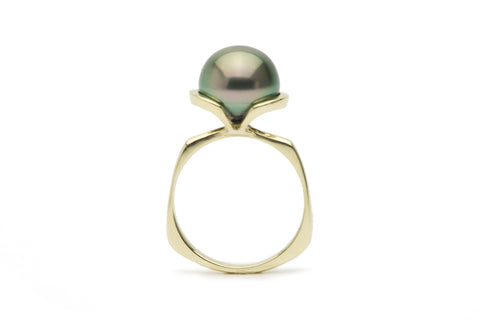 Light peacock green Tahitian pearl Euro shank ring