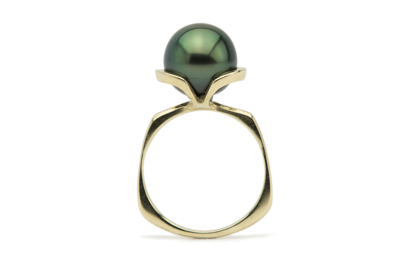 Bright green peacock Tahitian pearl Euro shank ring