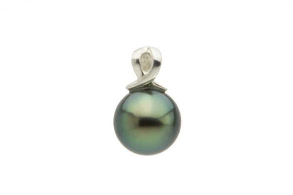 Green Tahitian pearl pendant on Sterling silver