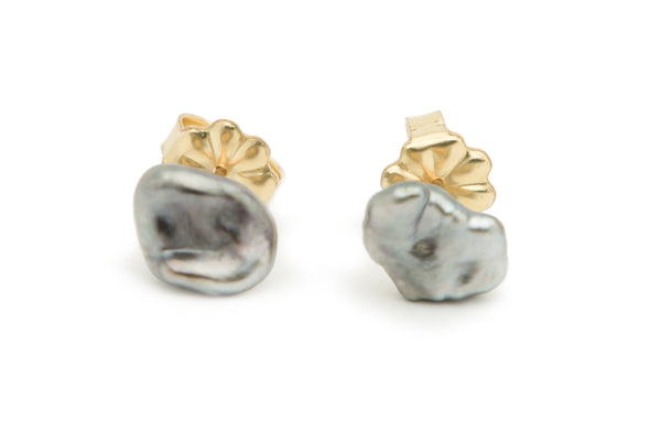 Dark silver cornflake Tahitian keshi earrings