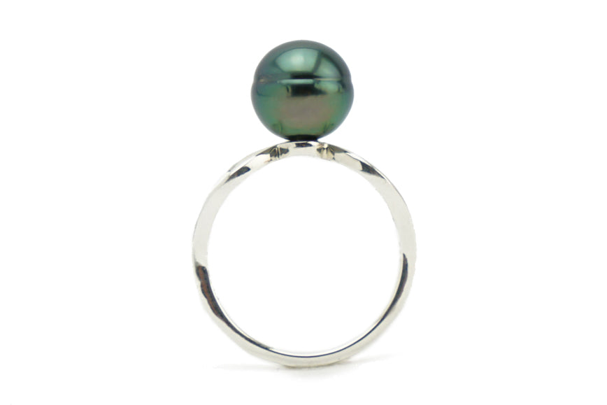 Green circled Tahitian pearl ring on Sterling silver