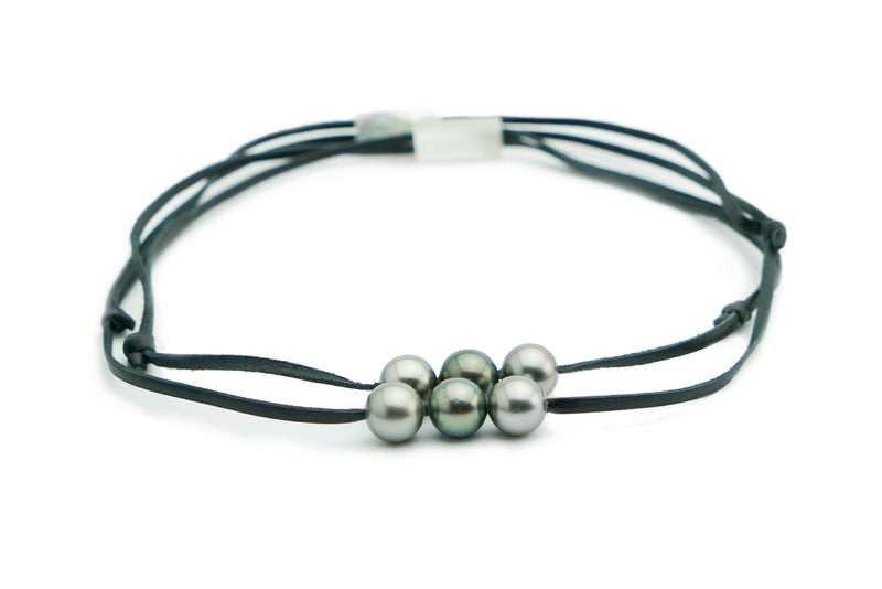 Triple Tahitian green white pearls on leather necklace