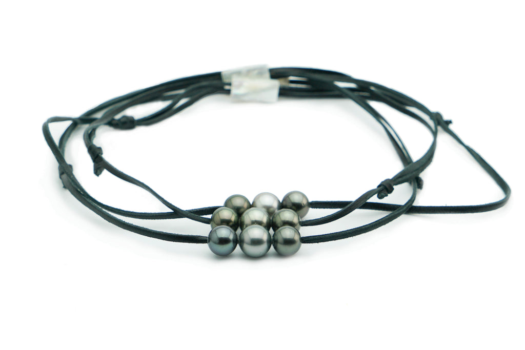 Three large Tahitian pearl necklace on kangaroo leather