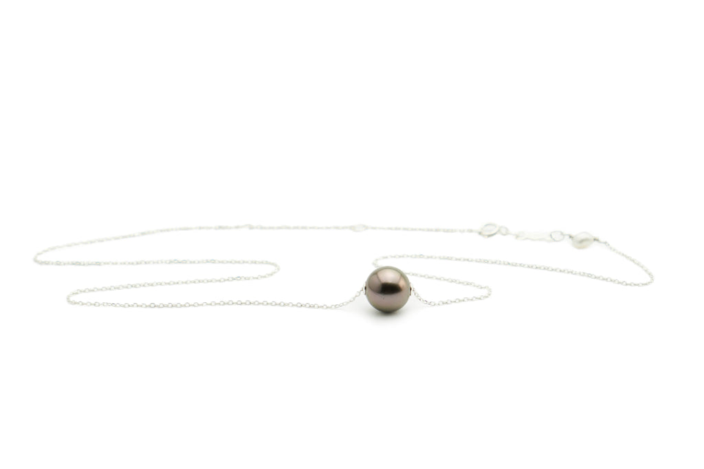 Aubergine Tahitian pearl floating necklace on silver