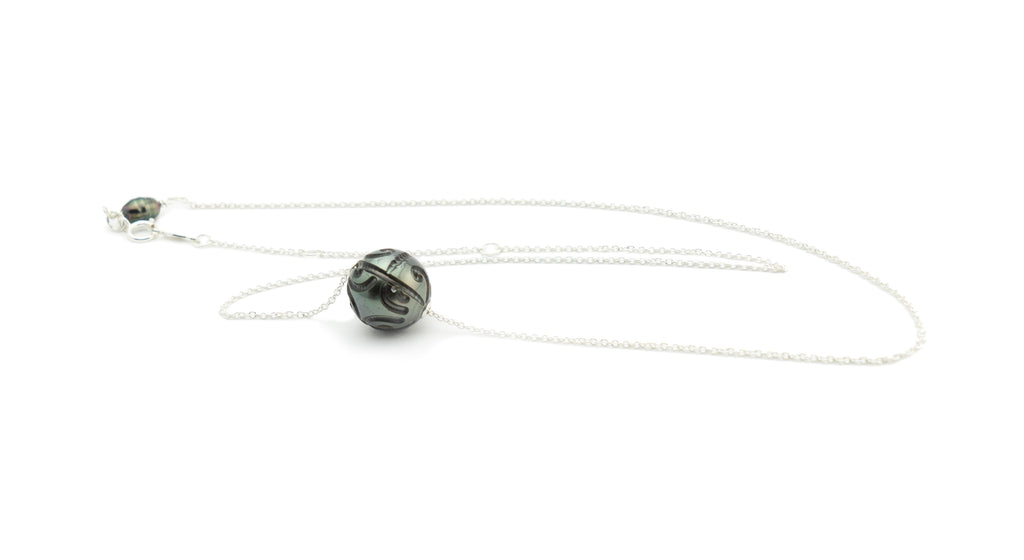 Carved Black Tahitian Pearl Solitaire Necklace