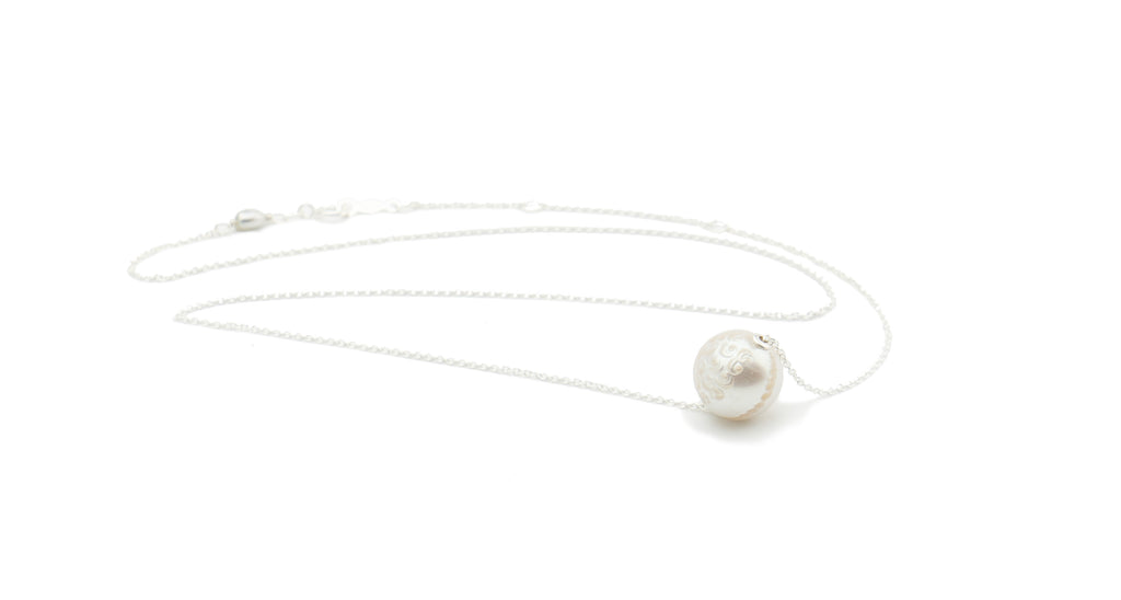 White Tahitian carved pearl on sliding chain