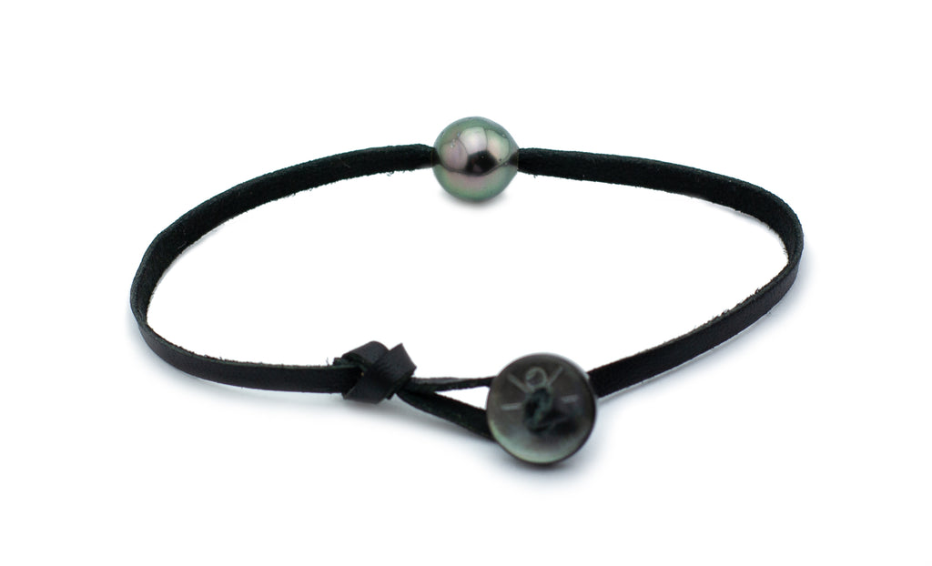 Tahitian pearl and kangaroo leather bracelet button closure