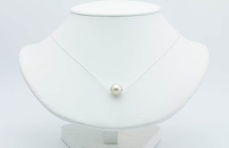 White Tahitian pearl solitaire necklace