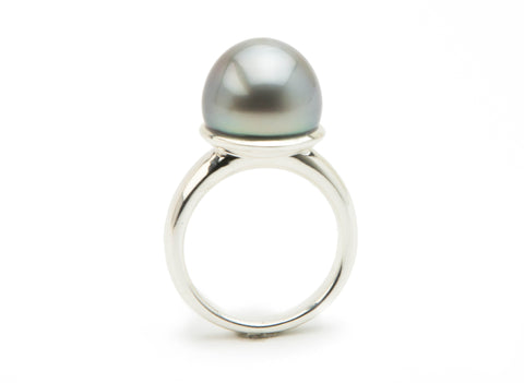 Statement Tahitian half pearl ring