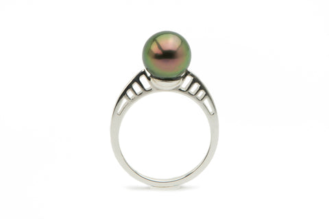 Flashy peacock green Tahitian pearl ring on Sterling silver