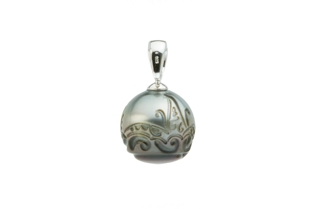 15mm carved Tahitian pearl pendant