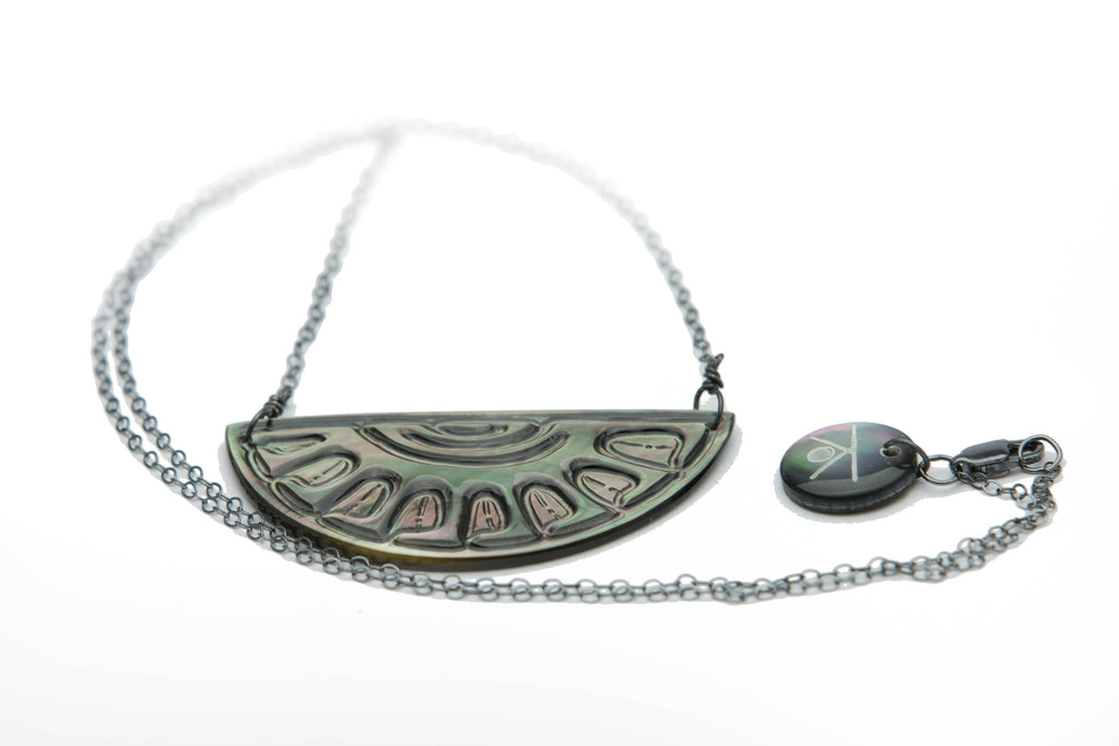 Hand carved Tahitian mother of pearl pendant necklace