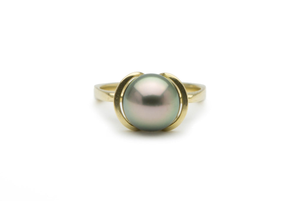 Pastel peacock Tahitian 10mm pearl ring.