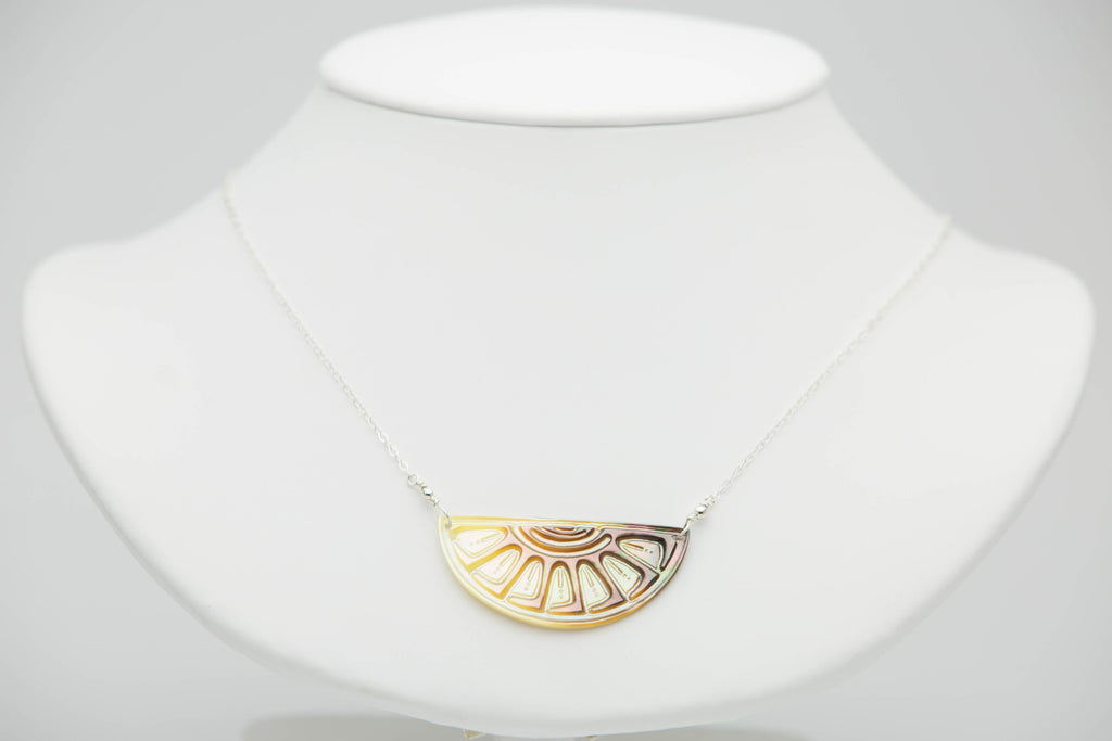 Mother of Pearl Tahitian pendant chain necklace hand carved