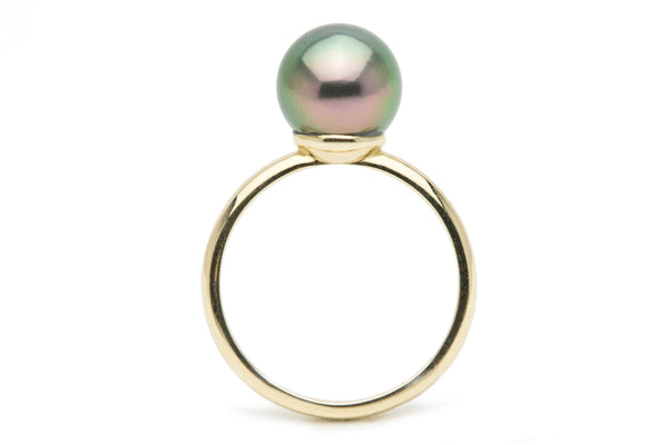 Flashy peacock green Tahitian pearl solitaire ring