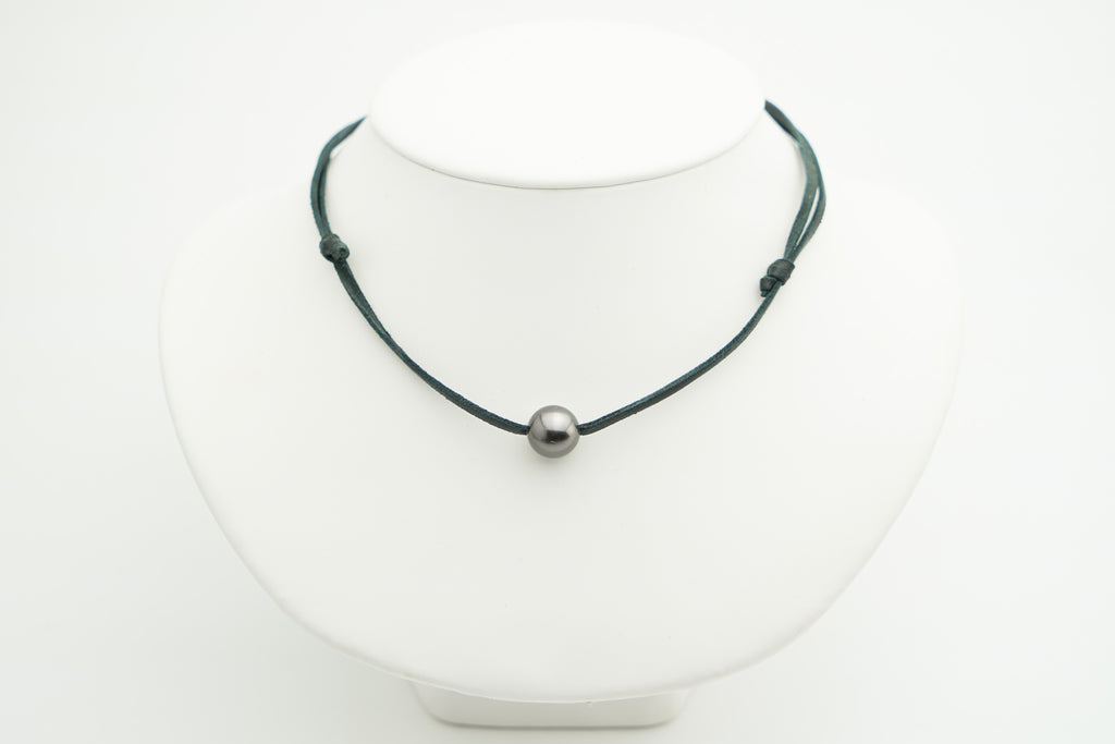 Tahitian aubergine round pearl and leather necklace
