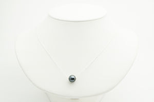 Black Tahitian pearl solitaire necklace on silver