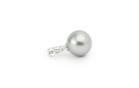 Tahitian pearl pendant, silver, round on Sterling silver. Sustainably produced as always.