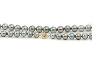 Blue green Tahitian pearl strand, 10mm to 12.5mm detail