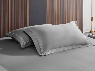Hotelier Prestigio™ Lloyd With White Cross Border Fitted Sheet Set